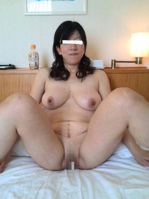 ぽっちゃり熟女の全裸ヌード 12