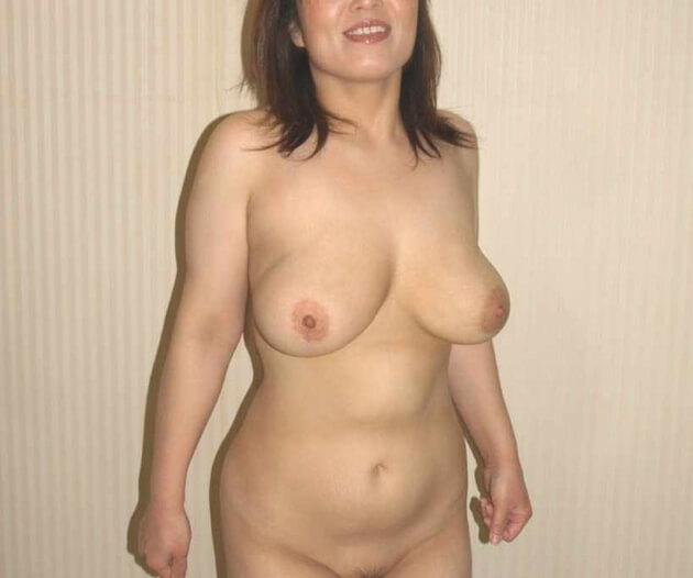 ぽっちゃり熟女の全裸ヌード 14