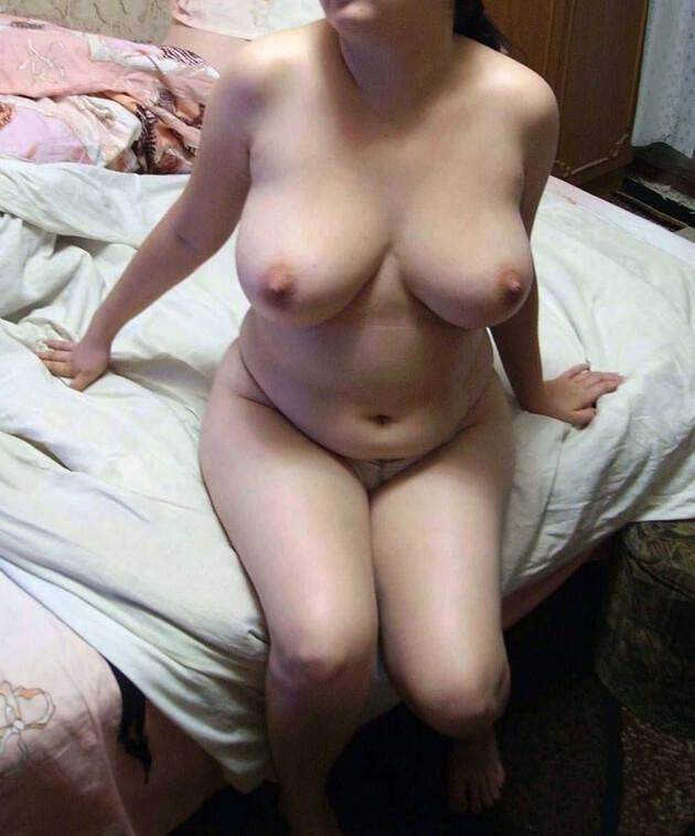 ぽっちゃり熟女の全裸ヌード 21