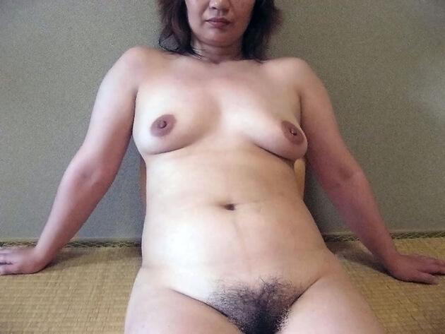 ぽっちゃり熟女の全裸ヌード 23