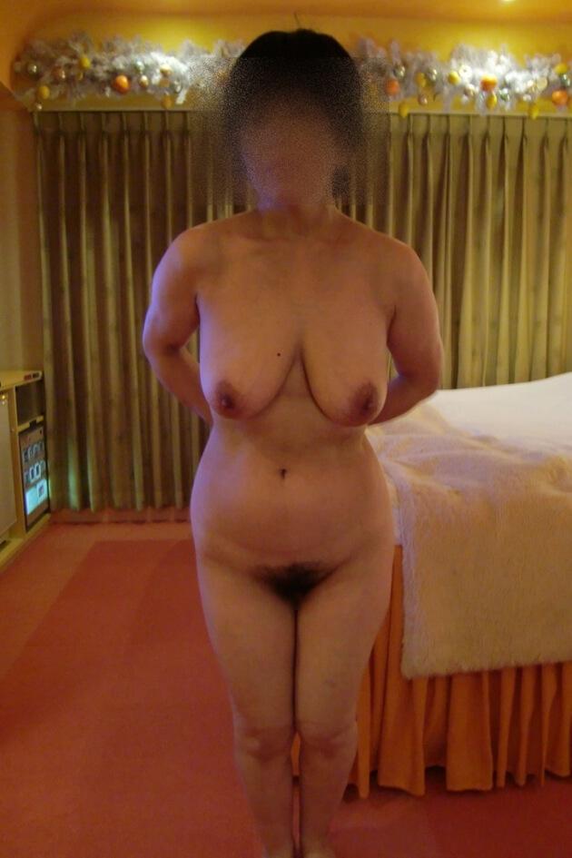 ぽっちゃり熟女の全裸ヌード 25