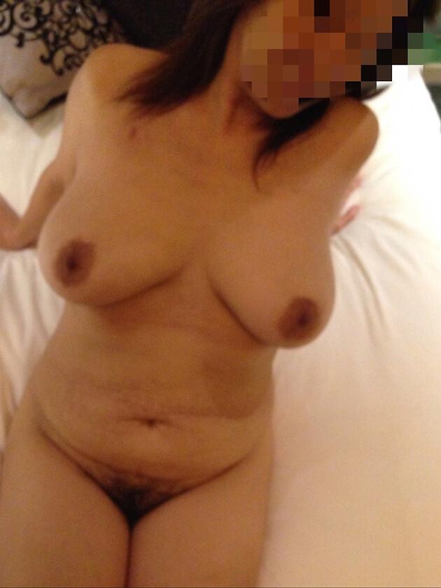 ぽっちゃり熟女の全裸ヌード 26