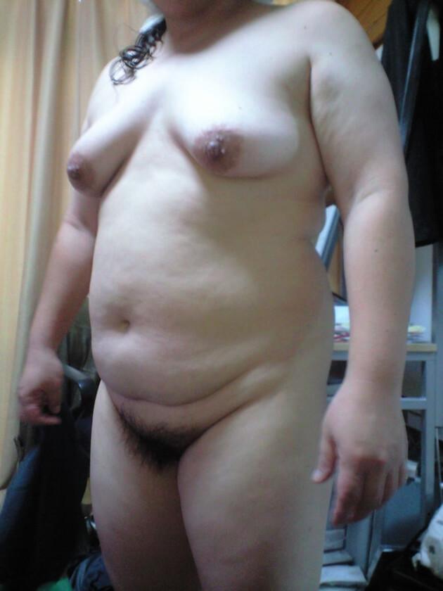 ぽっちゃり熟女の全裸ヌード 28