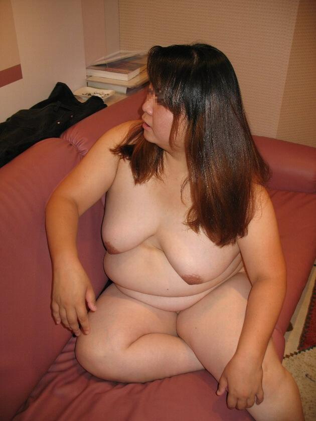 ぽっちゃり熟女の全裸ヌード 32