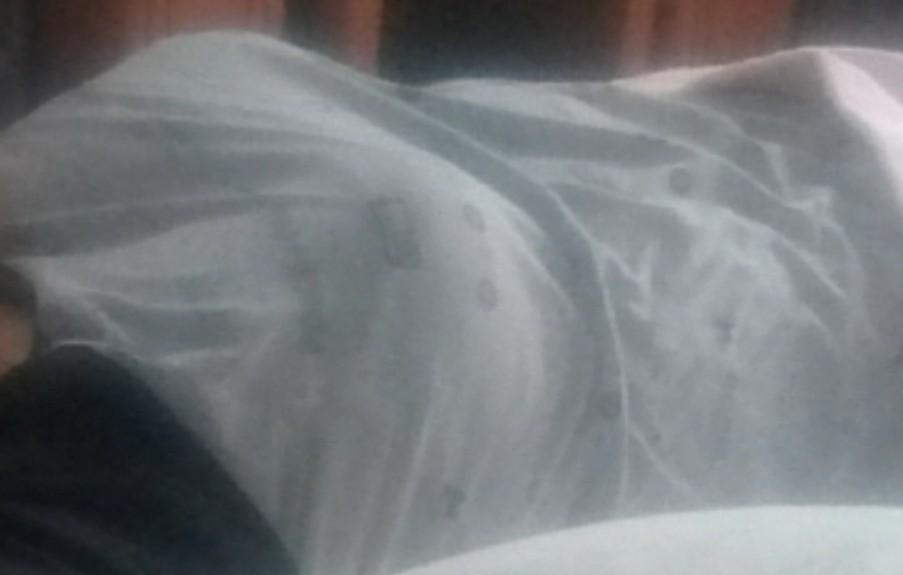 【画像あり】今から寝てる妹の胸を揉む!