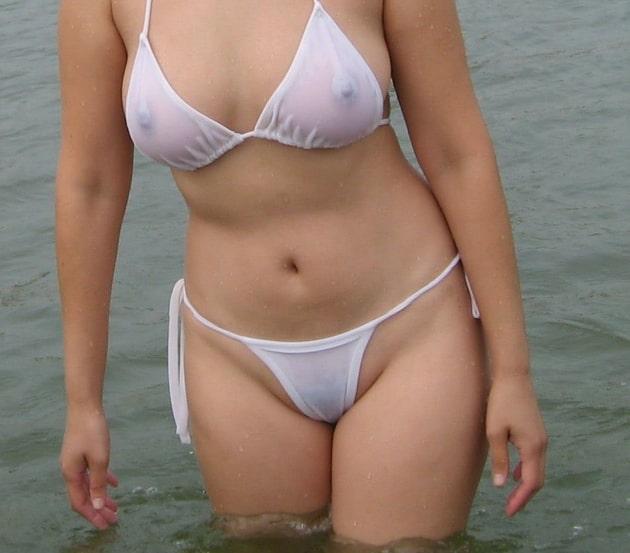 素人の透けてる白水着 18