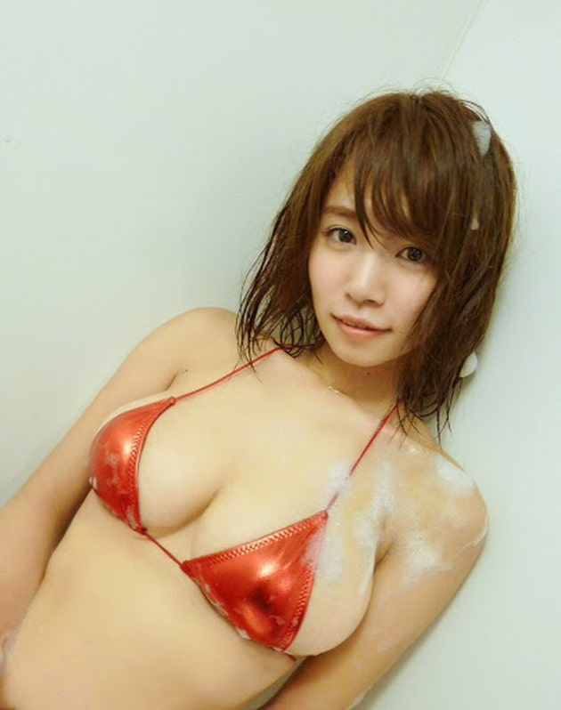 グラドルのマイクロビキニ 41 菜乃花