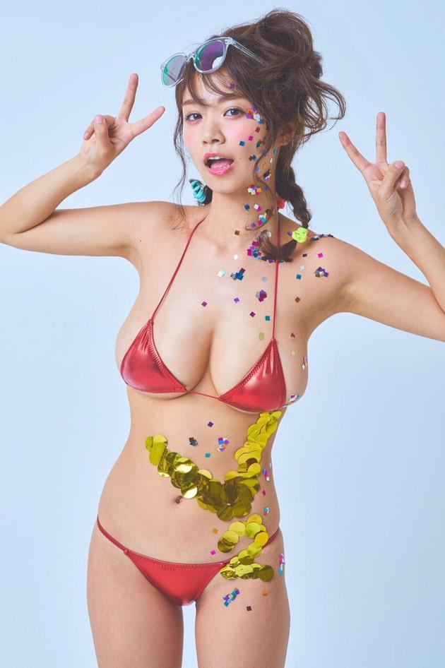 グラドルのマイクロビキニ 43 菜乃花