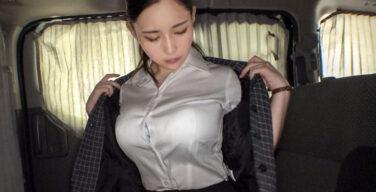 本物超乳の凄まじい乳揺れが半端ない!地味系KカップOLが乳腺ちぎれそうな程激しいセックスに何度もイカされます。
