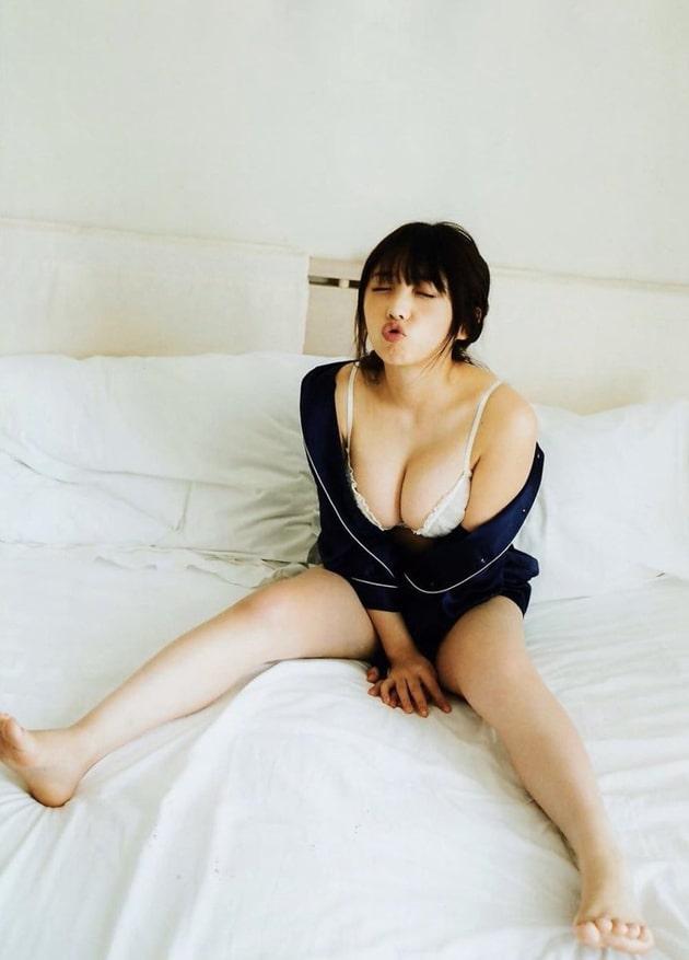 与田祐希 芸能人の下着姿 64
