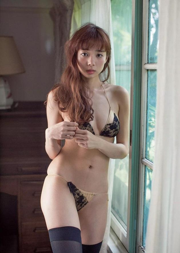 岡田紗佳 芸能人の下着姿 94