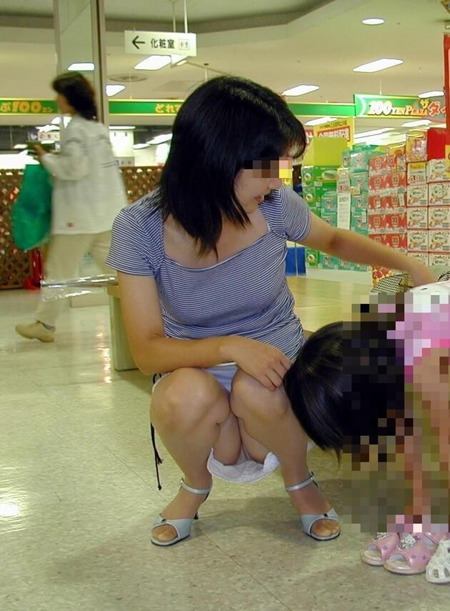 子連れママのパンチラ 4