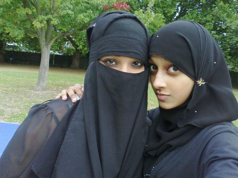 【画像】 アラブ女性、服の中はこんな事になってる模様wwwwwwwwwwwwwww