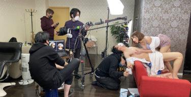 【画像】AVの撮影現場、意味不明な点が一つある