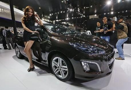 【画像】中国モーターショーのコンパニオン、糞レベルが高かったwww