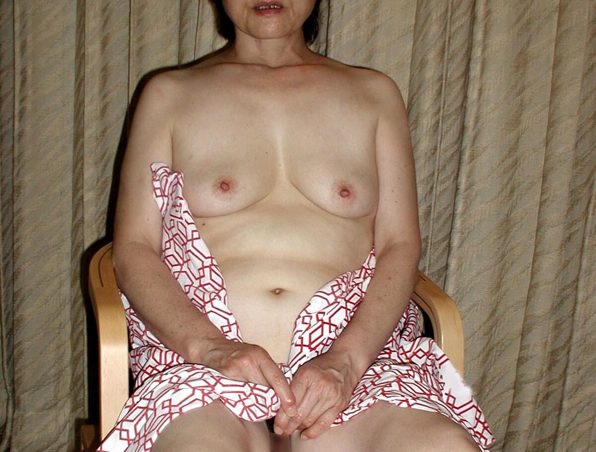 「妻(50歳)を潮吹きさせたい。何かコツはありますか?」(青森県・55歳・男性)