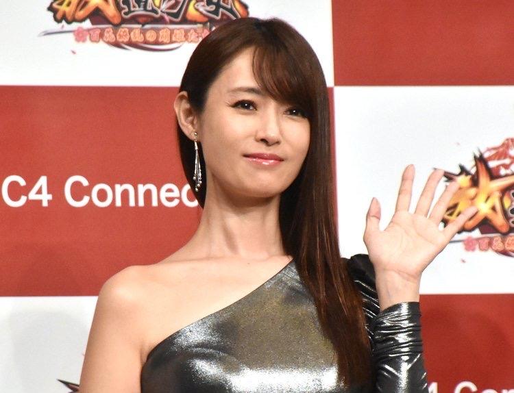 【画像】深田恭子さん(38)の最新のミニスカ姿がこちら