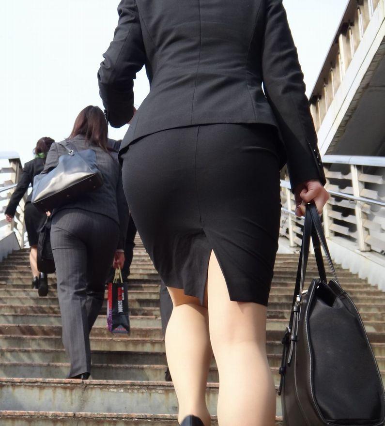 【画像】新入社員女さん、リクルートスーツがエッチすぎる