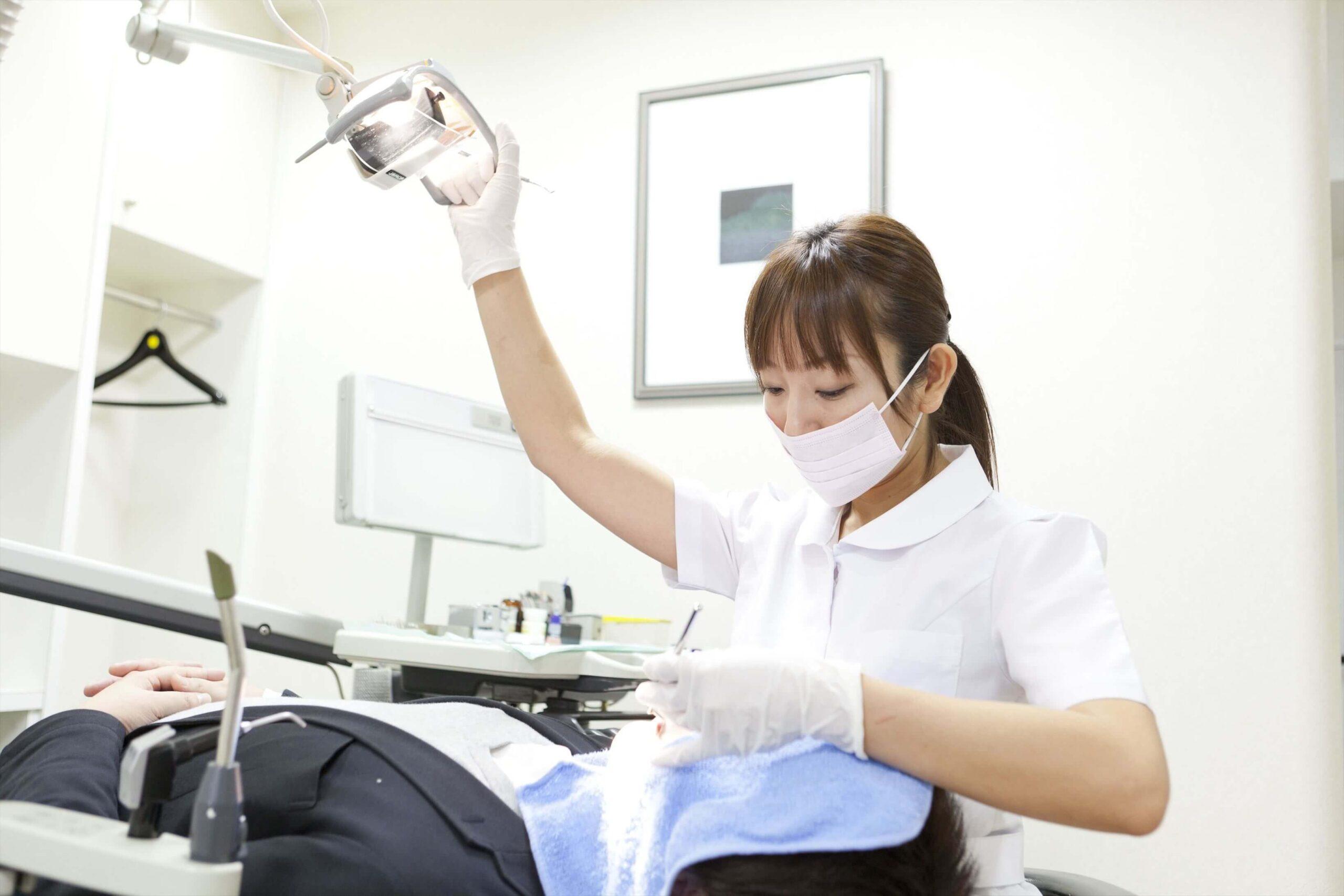 【朗報】歯科衛生士さんのおっぱいを堪能する方法、発見される