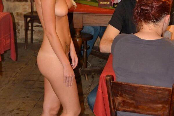 [動画]薬中白人マンコさん、飲食店で全裸無双乱舞wwwwwwwwwwwwwwwwwwwwwwww
