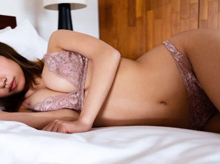 【画像】32歳の巨乳ババアがソフマップ