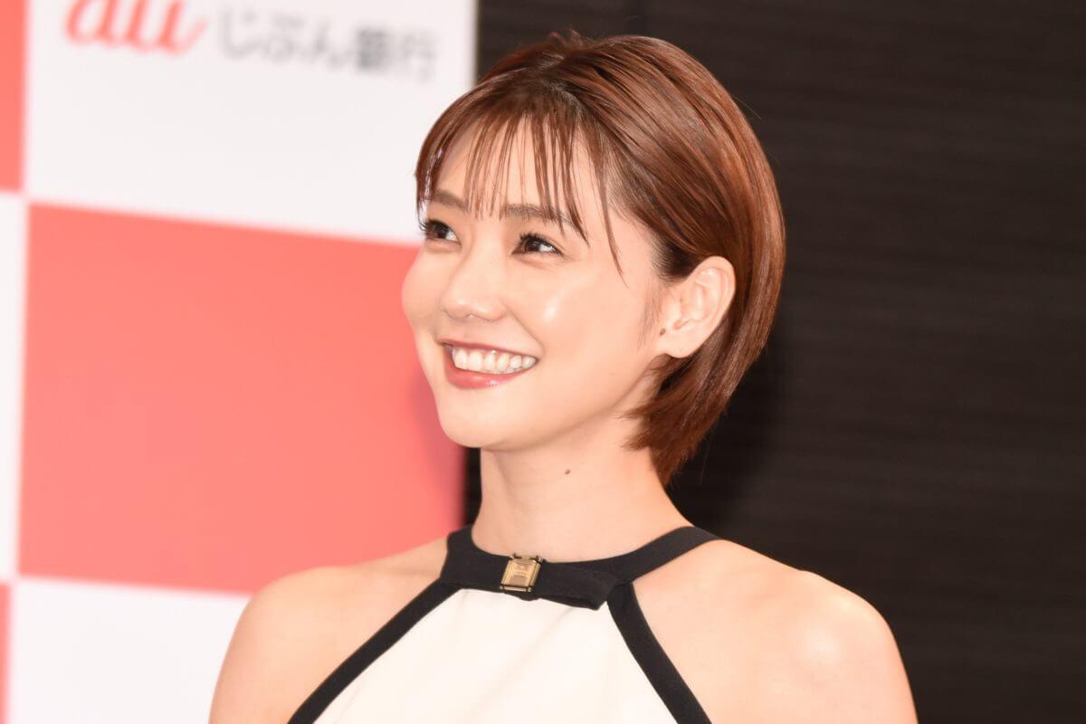 【GIF】倉科カナ、歩いただけで乳房がプルンプルンしてしまうwww